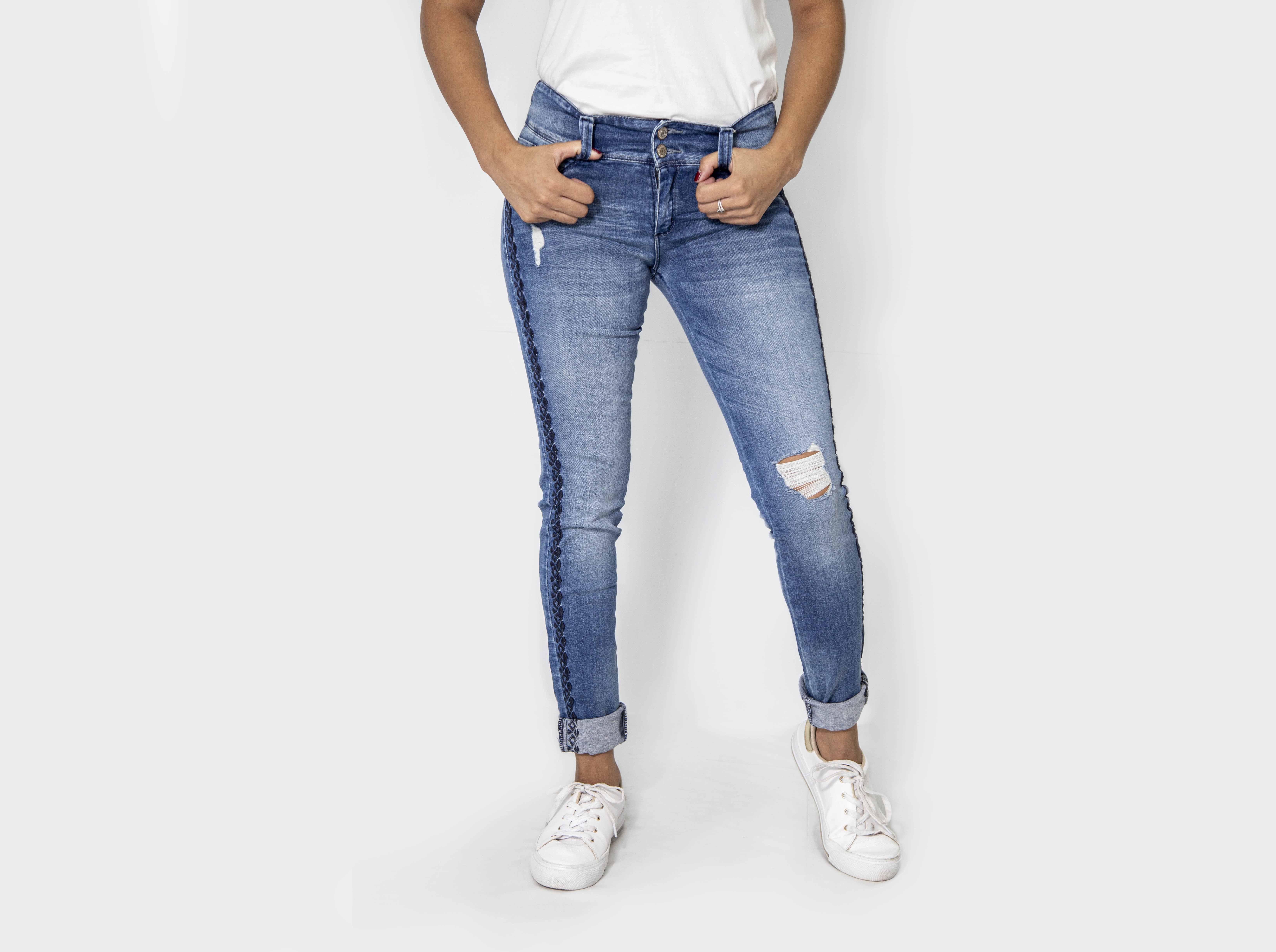 Corton Jeans Roto con Bordado Cod. 1190279